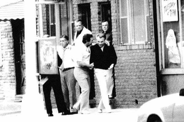 Supposedly that is Vinny Asaro shaking John Gotti's hand in an undated surveillance photo from the NY Times. Looks like Greg DePalma to me..... See story: http://www.cosanostranews.com/2015/10/what-we-didnt-know-about-lufthansa-heist.html