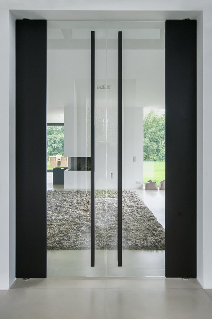 Double glass and wood pivot doors by Dutch Company Houtz