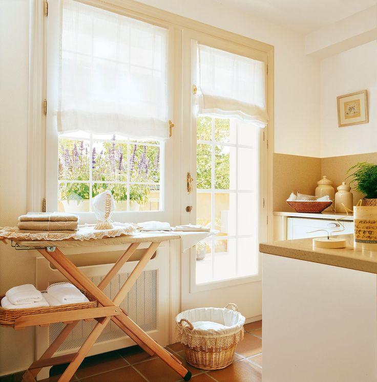 http://www.elmueble.com/articulo/especiales/20436/tres_lavaderos_con_sitio_para_todo.html