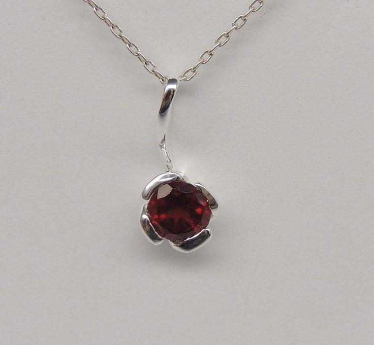 Eleganter 0,55 Carat roter Granat Anhänger 925 Silber Collier Kette