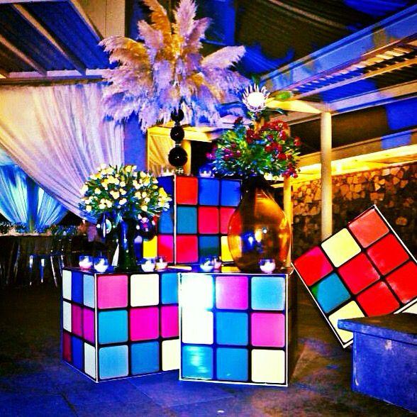 Cubos de colores decoracion para fiestas