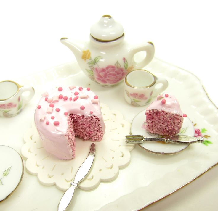 Dollhouse Miniature Food Pink Cake with Slice