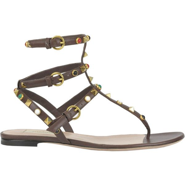 Valentino Rockstud Rolling Leather Flat Sandals (€385) ❤ liked on Polyvore featuring shoes, sandals, strap sandals, strappy flat sandals, gladiator shoes, valentino sandals and leather shoes