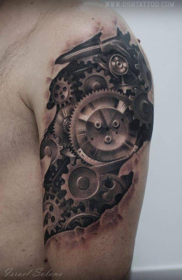 Tatuaje de estilo biomecánico.