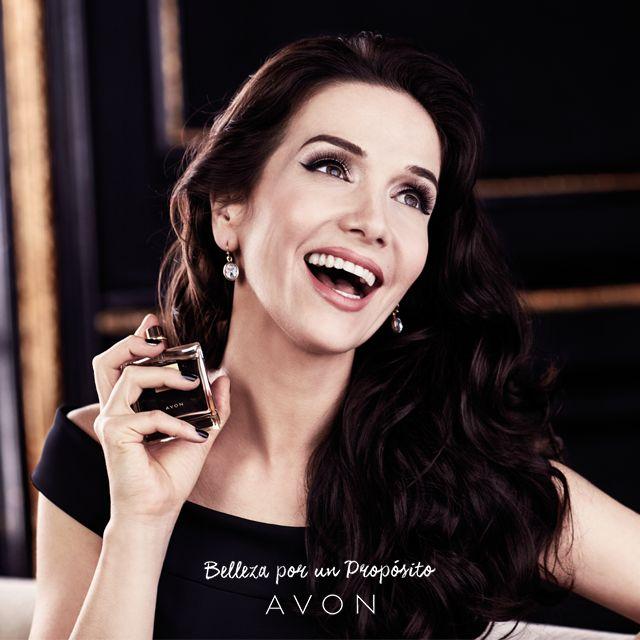 Natalia Oreiro tiene un secreto para estar #SiemprePerfecta: ¡La fragancia Little Black Dress! Descubrila.