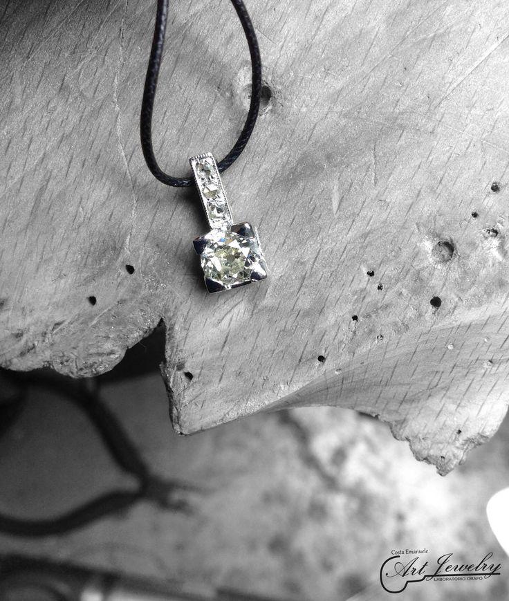 Pendente realizzato in oro bianco ed impreziosito da diamanti. #whitegold #gold #diamonds #artjewelry #jewels  https://instagram.com/costaemanuele_artjewelry/ https://www.facebook.com/gioiellicosta  Photo editing: Noemi Barolo