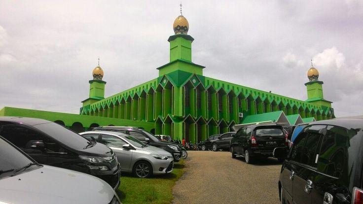 masjid Jami Al Kautsar Kota Kendari, Sulawesi Tenggara. Very much people visiting every friday pray in a week.