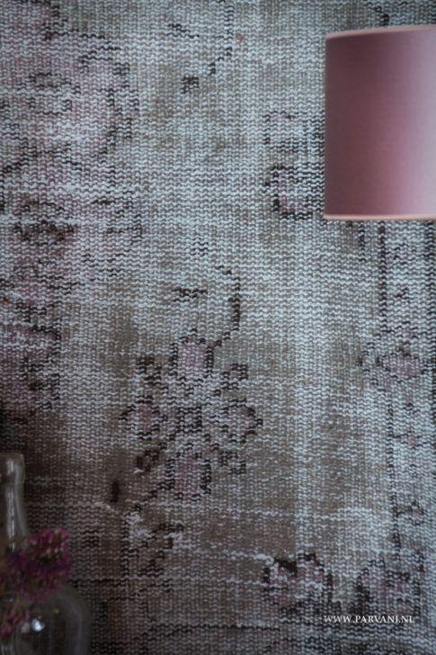 Parvani | Vintage tapijt met patroon