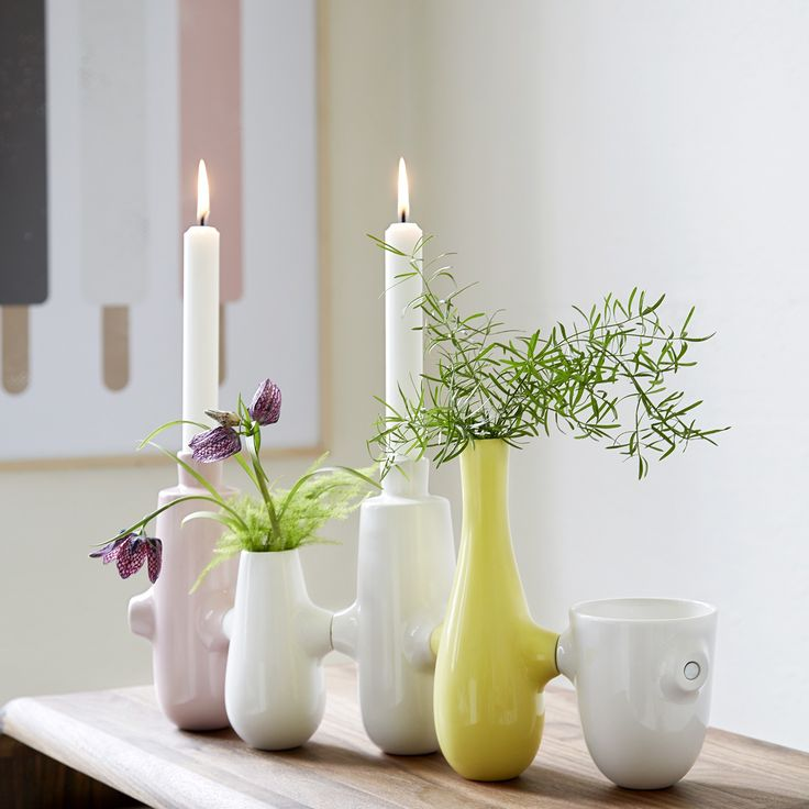 Fiducia may be varied indefinitely and invites the creation of small, personal mood tableaux using seasonal flowers in combination with beautiful candles.