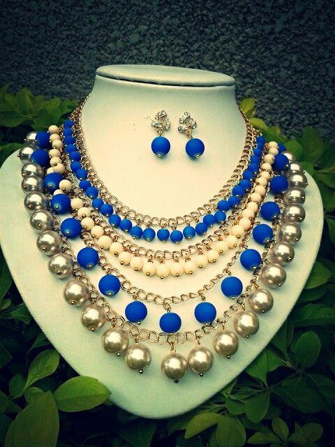 Collar azul con perla tipo babero Aritos en forma de gota color arena. https://www.facebook.com/accesorioscristina?fref=ts