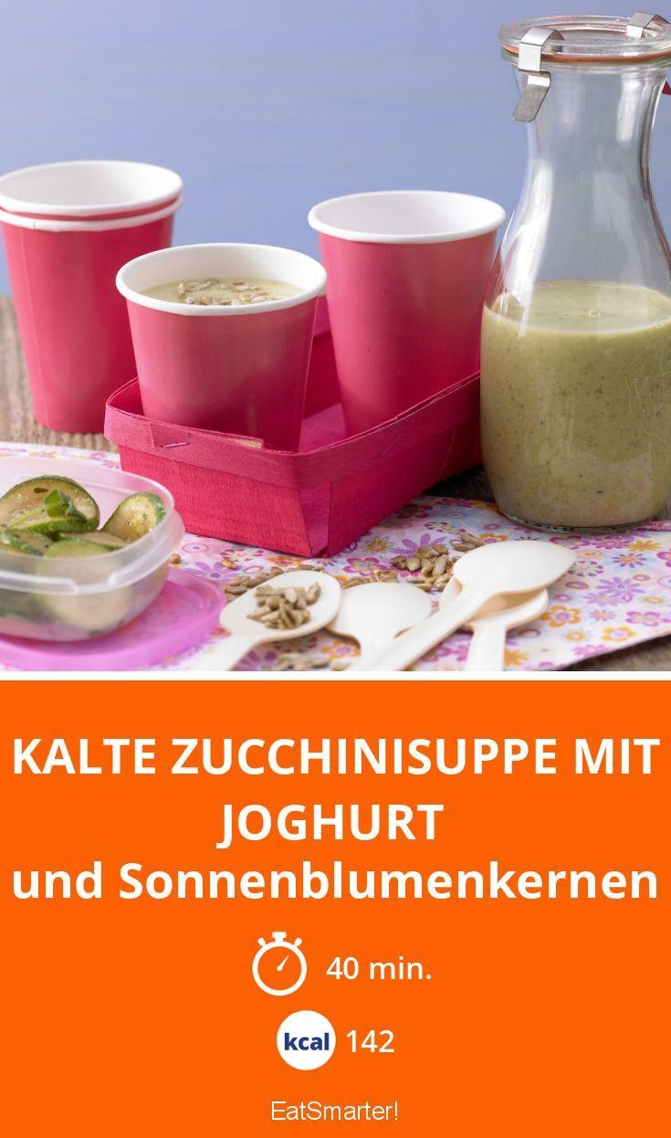 Kalte Zucchinisuppe mit Joghurt - und Sonnenblumenkernen - smarter - Kalorien: 142 Kcal - Zeit: 40 Min. | eatsmarter.de