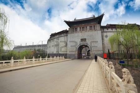 antigua ciudad de Luoyang puerta de la ciudad, China photo