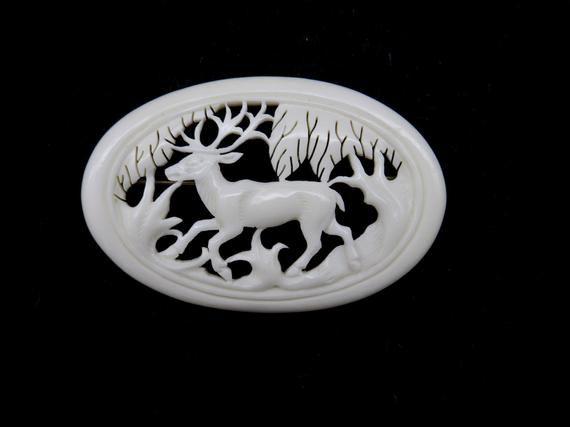 Elk brooch Antler jewelry Hunting art Deer antler carving Elk ornament Deer badge Handcarved jewelry from antlers