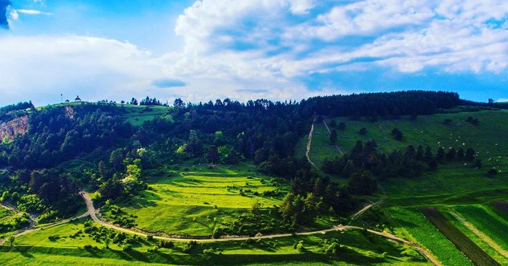 Visit Covasna - Wishing You A Peaceful Week  ℹ http://bit.ly/2tH7kXU -------- #boostingromania #promovezromania #ig_romania #transylvania #romaniamagica #nature #naturelover #szeklerneumarkt #visitkezdi #townofcourtyards #szeklerland #tree #outdoors #summer #vacation #holiday #travel #explore #discover