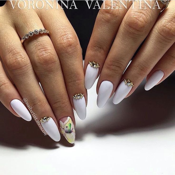 Accurate nails, Almond-shaped nails, Evening dress nails, Evening nails, Festive nails, Half moon patterned nails, Long nails, Nails with rhinestones ideas