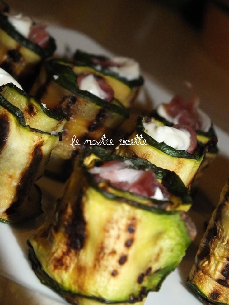 Rotolini di zucchine con prosciutto e stracchino