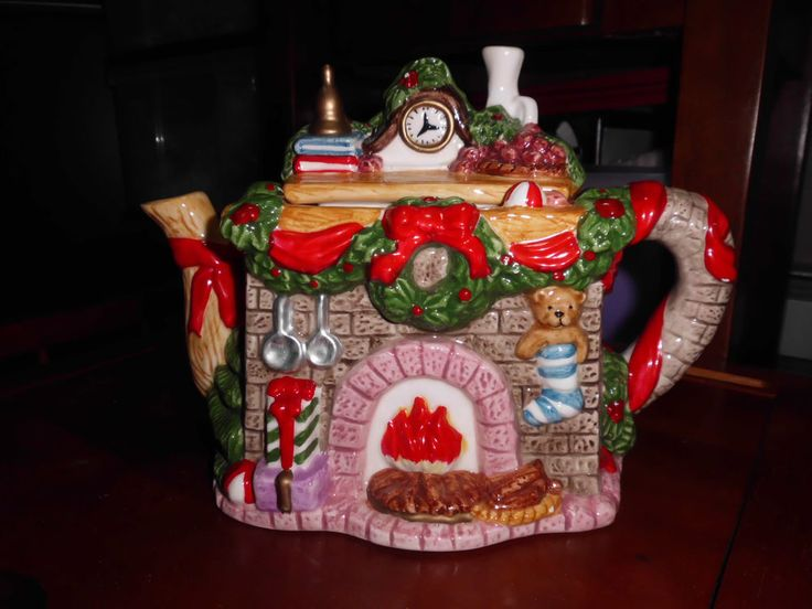 Mama, I think this is exactly like the teapot you and daddy gave me for Christmas.  I have no idea where it is now, but I have no idea where most of my things are, and you know whose fault that is, but I'm sure it's packed away. This picture makes me miss you guys! I love you both so much!!!