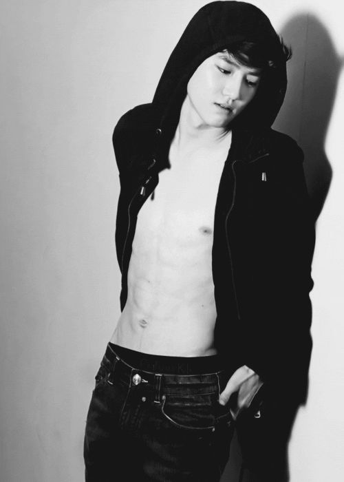 Suho .. Fuck you fuck you fuck you those abs are fucking killing me I just wanna hold you so much *smirk*