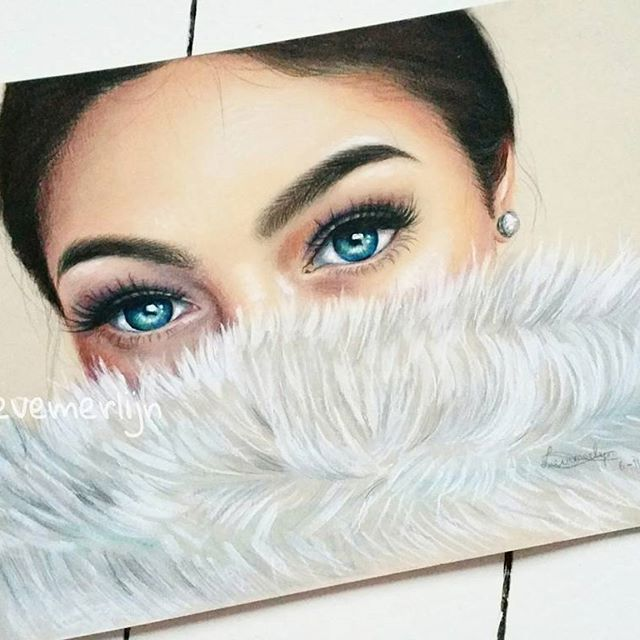 Finished this drawing! Here's the colored version 💋. I hope you like it, let me know what you think😊👇! ___ #blueeyes #eyes #eye #makeup #eyebrows #wenkies #onfleek #karolina #makeupart #art #lashes #kylliejenner #kyliejenner  #ariana #arianagrande #fur #tonedpaper #pastel #pastels #pasteldrawing #softpastel #hair #perfect #drawing #art