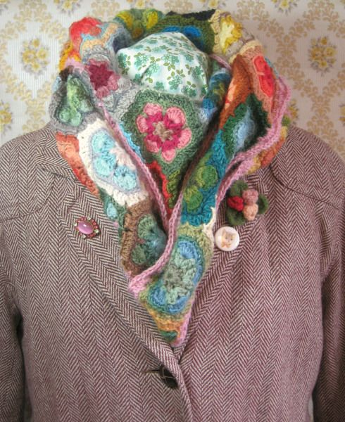 Grannies paperweight crochet shawl Ericka Eckles. Links for pattern and tutorials. ♥