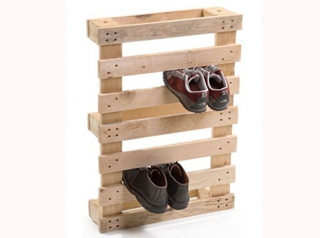 make a shoe rack from pallets this is a great idea for rain boots or winter shoes in the garage too even in the closet to organize them