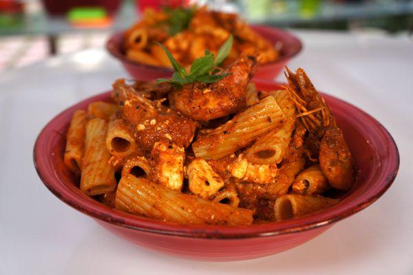 Ριγκατόνι με σάλτσα γαρίδες σαγανάκι