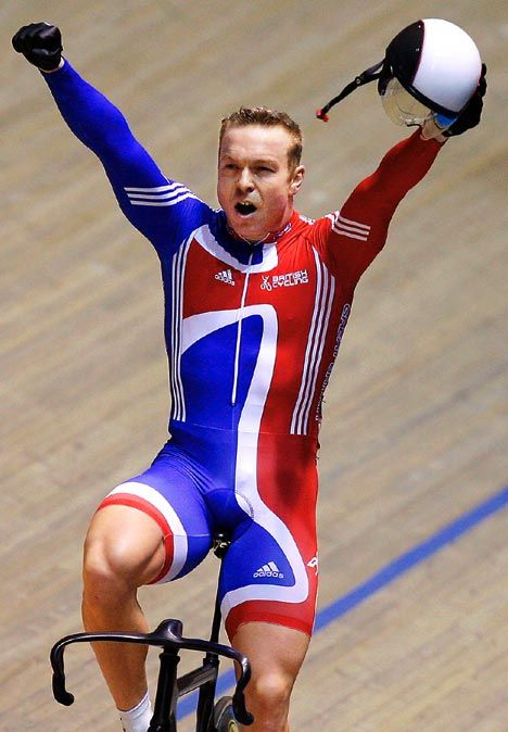 Chris Hoy is a complete legend... and look at those thighs! Phwoar ;)