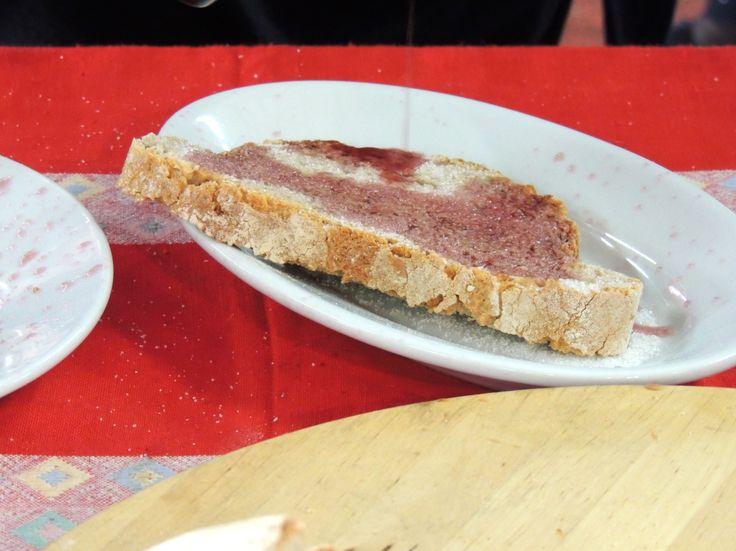 Pane di Montespertoli, vino e zucchero