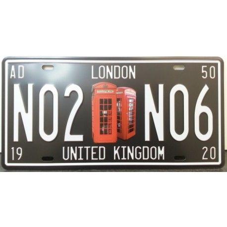 """Plaque métallique avec l'inscription """"London N02-N06 United Kingdom"""" le centre de la plaque représente les incontournables cabines téléphoniques de Londres.  Dimensions : 15 cm X 30 cm. Plaque perforée dans les quatre angles."""