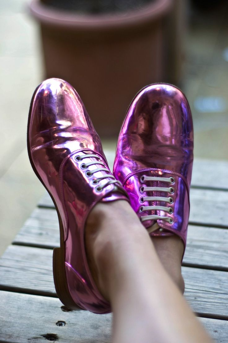Happy Feet. Louboutin Fred brogues.: Pantone Colors, Purple Shoes, Fashion Shoes, Fashion Style, Taps Shoes, Pink Shoes, Christian Louboutin, Radiant Orchids Fashion, Style Fashion