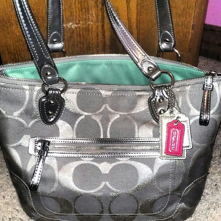 Love the green inside! Why can't I have a closet full of coach bags!?