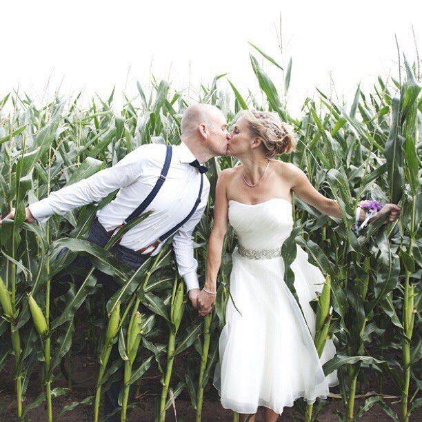 Weddingbells! Morgen de eerste bruiloft van 2016 fotograferen, dit paar was de laatste van 2015. De weerberichten waren voor die dag net zo buiig als morgen, maar wat was het een super dag. #spaghettiiiloves #lalalovenl met @lizetbeek_nl