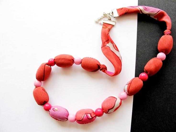 """Náhrdelník """"Mykény"""" Pestrobarevný náhrdelník z latky a velkých korálků. Délka = 53 + 2, 5 cm"""