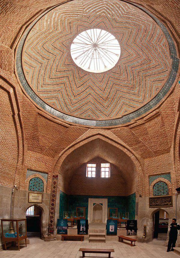 Sahip ata camii ve külliyesi/Konya/// Mimar Bin Abdullah yazılıdır. Bu kişi Ortodoks olup İslamiyet'i seçerek Müslüman olmuş, sarayda nakkaş ve mimarlık yapmış daha sonra Sahip Ata'nın yaptırdığı birçok eserde imzası olan bir mimardır.