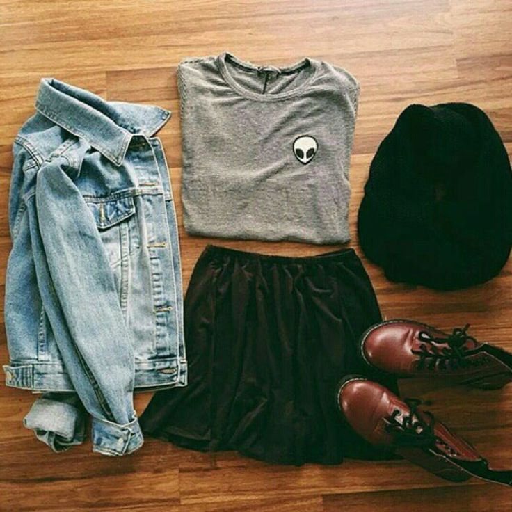 Grunge outfit idea nº3: Alien shirt, denim jacket, black scarf, and maroon combat boots - http://ninjacosmico.com/23-awesome-grunge-outfits/