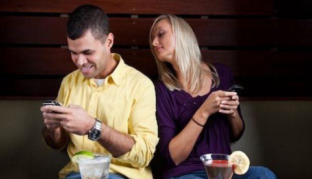 2014 - 11 de Marzo - Científicos comprueban que las mujeres inteligentes son más celosas - ¿Eres extremadamente celosa y no lo puedes controlar? Un estudio de la Universidad de Roanoke College de Virginia reveló que las mujeres con mayor rendimiento intelectual son más celosas con sus parejas. Esta extraña situación se debe a que el perfeccionismo se escapa de las manos y pierden el control respecto a sus emociones.