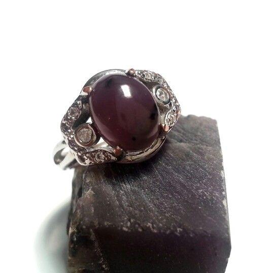 Batu levender warna unggu tua asal Halmahera, Maluku. http://isroi.com