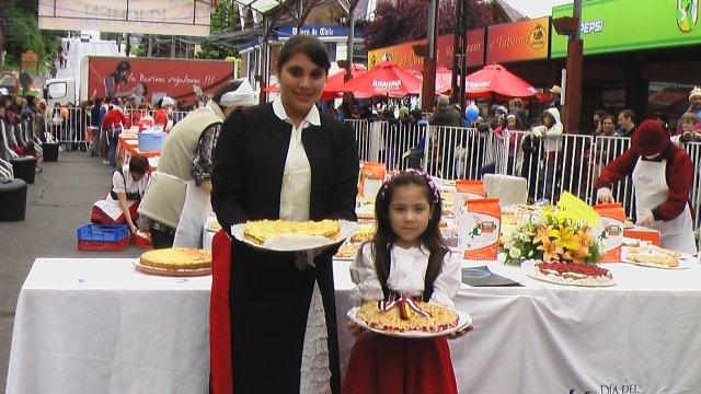 Diá del Kuchen - Kuchen-Tag - Once a year in Puerto Varas #diadelkuchen #puertovaras #fiestas #chile #patagonia