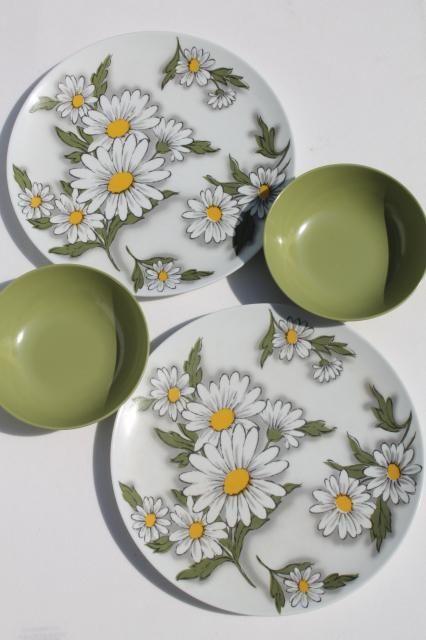retro flower power vintage melmac plates & bowls, daisy print TexasWare picnic dishes