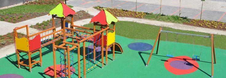 Przykładowy bezpieczny plac zabaw, aby to osiągnąć place zabaw powinny być zamawiane u producenta z certyfikatami.