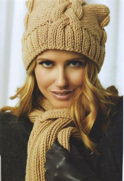 Бежевая шапка и шарф