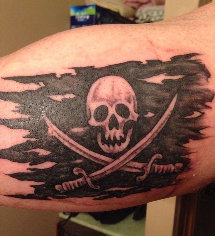 les 25 meilleures id es de la cat gorie tatouage pirate sur pinterest manchon tatouage pirate. Black Bedroom Furniture Sets. Home Design Ideas