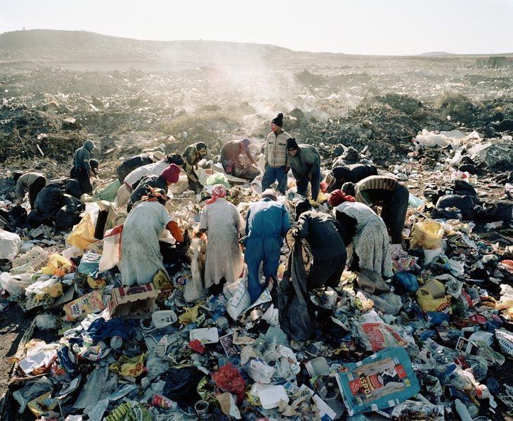 Mikhael Subotzky - Contemporary Artists    Residents, Vaalkoppies (Beaufort West Rubbish Dump)