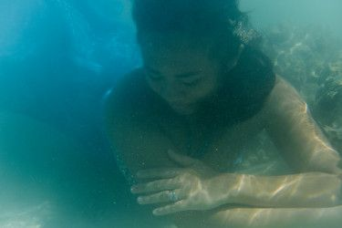 Underwater engagement pre nuptial photography in Fiji by the Hilton denerau resort beach by Anais Photography