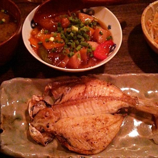賄い飯♪ えぼ鯛の干物、豚肉と夏野菜の甘酢あんかけ、ジャコ千切りキャベツサラダ、味噌汁、雑穀飯。 美味しゅうございました。(^w^) - 54件のもぐもぐ - 賄い飯♪ えぼ鯛の干物。 by Gauchesuzuki