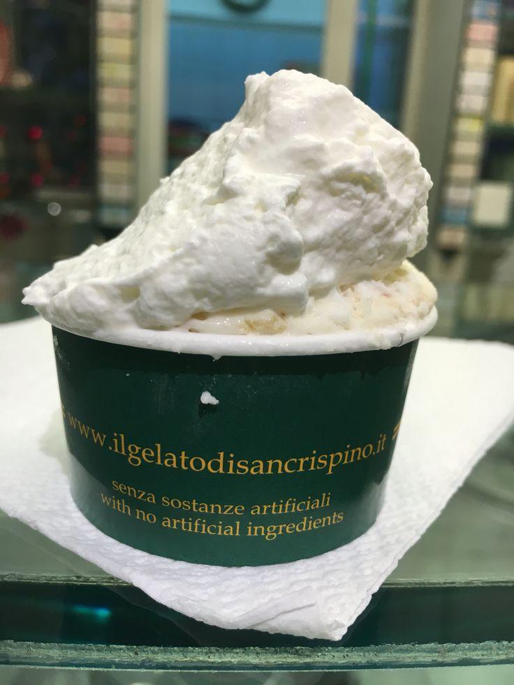 Gelato of San Crispino: hezelnut meringue and pistachio. Top ice cream in Rome #gelatodisancrispino