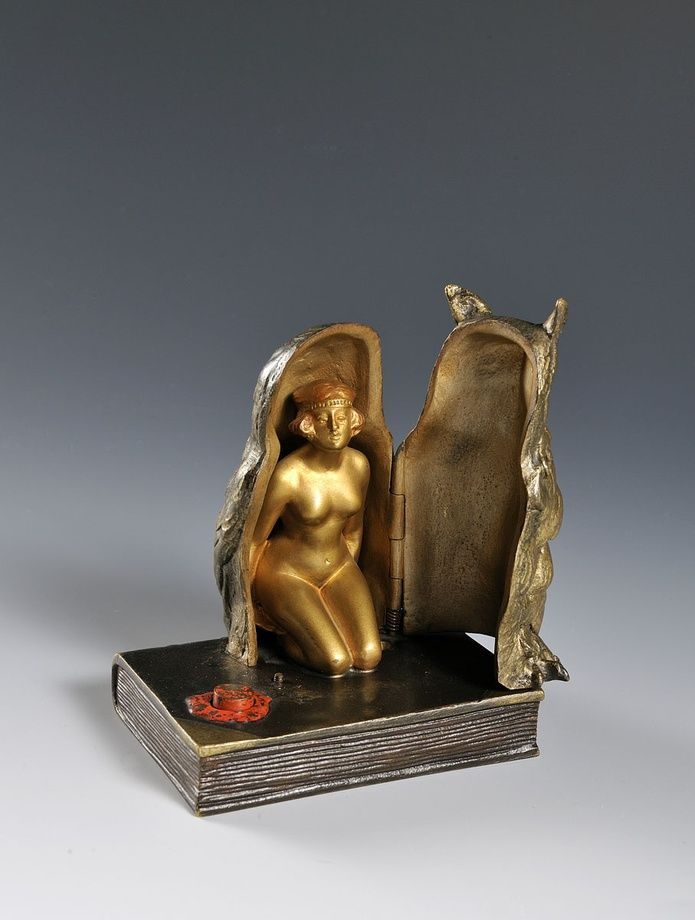 A fine bronze of a young woman -  Vienna, early 20th century.  Erotica, Europe