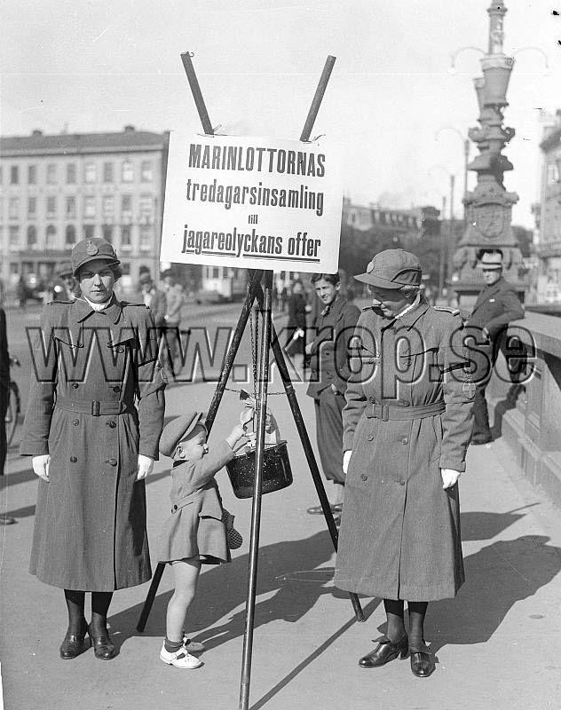 Göteborg 18 september 1941 Insamling på Kungsportsbron Foto: Kamerareportage