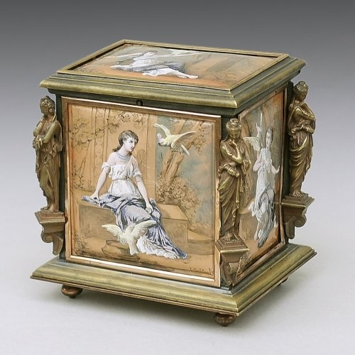 A 19th c. Jewelry box decorated with enamelled plaques Gilt bronze Jewelry box decorated with enamelled plaques of Napoleon III period