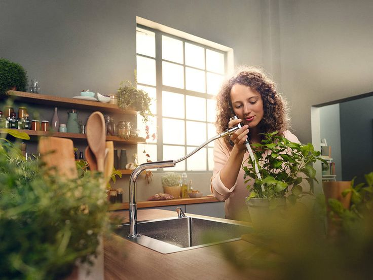 Kitchen mixer: The practical pull-out function with ergonomic handle provides up to an extra 50 cm of elbow room at the sink. #hansgrohe #kitchenmixer